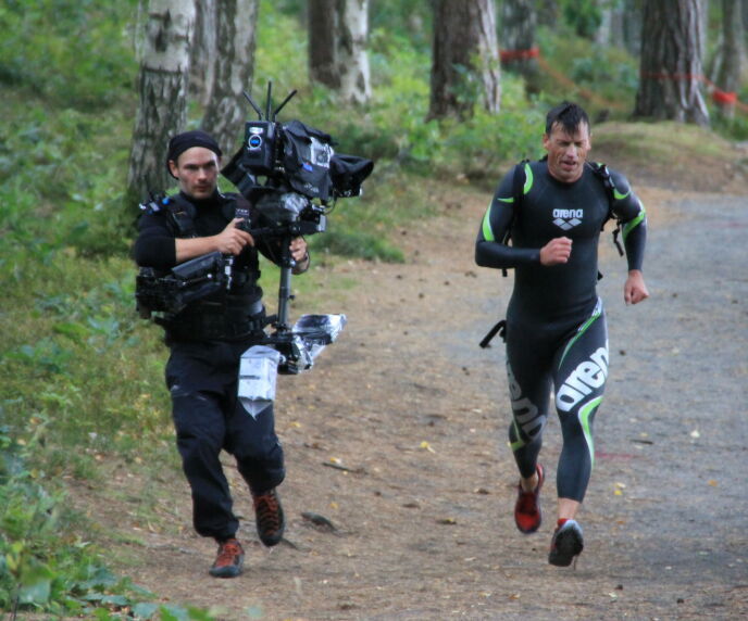 GIR ALT: Det kan umulig være lett å holde følge med tidligere toppidrettsutøvere. Foto: Sunniva Luca Veliz Pedersen, Rubicon TV/NRK