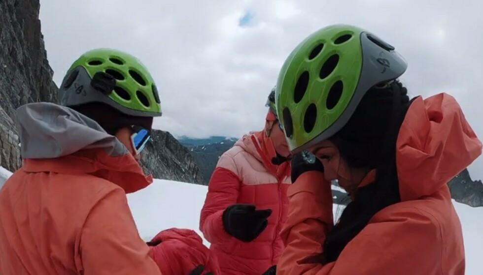 TÅREVÅTT: Det ble en episode med mye tårer for blant andre Isabel Raad, som fikk kjenne på høydeskrekken i fjellet. Foto: TVNorge