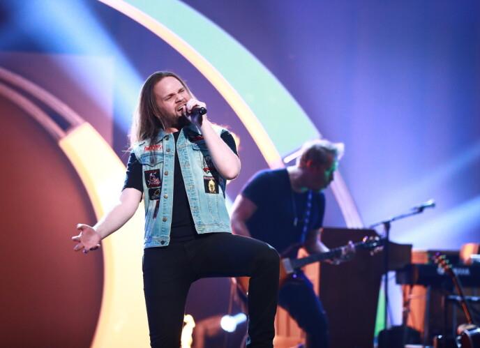 PÅ SCENEN: Eirik Søfteland her avbildet i tv-programmet t «Århundrets stemme» i 2018. Foto: Thomas Reisaeter / TV 2