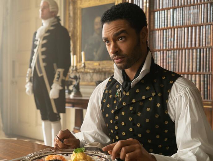 HERTUG: Regé-Jean Page spiller rollen som hertugen av Hastings i Netflix-serien «Bridgerton». Foto: Splash News / NTB