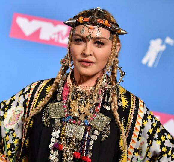DROPPER DUGNADEN: Popstjernen Madonna velger å reise fremfor å følge oppfordringene. Foto: Angela Weiss / AFP / NTB