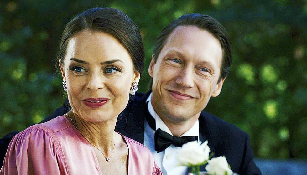 ULYKKELIG: Agnes Kittelsen og Simon J. Berger har ikke et særlig godt ekteskap på skjermen. Foto: Fremantle/NRK