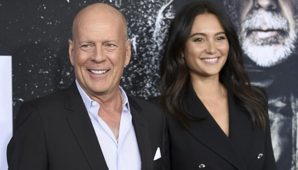 NEKTET: Skuespilleren Bruce Willis nektet å ta på seg munnbind under et apotekbesøk. Da ble han bedt om å dra. Her avbildet med kona, modell Emma Heming i 2019. Foto: Evan Agostini / NTB