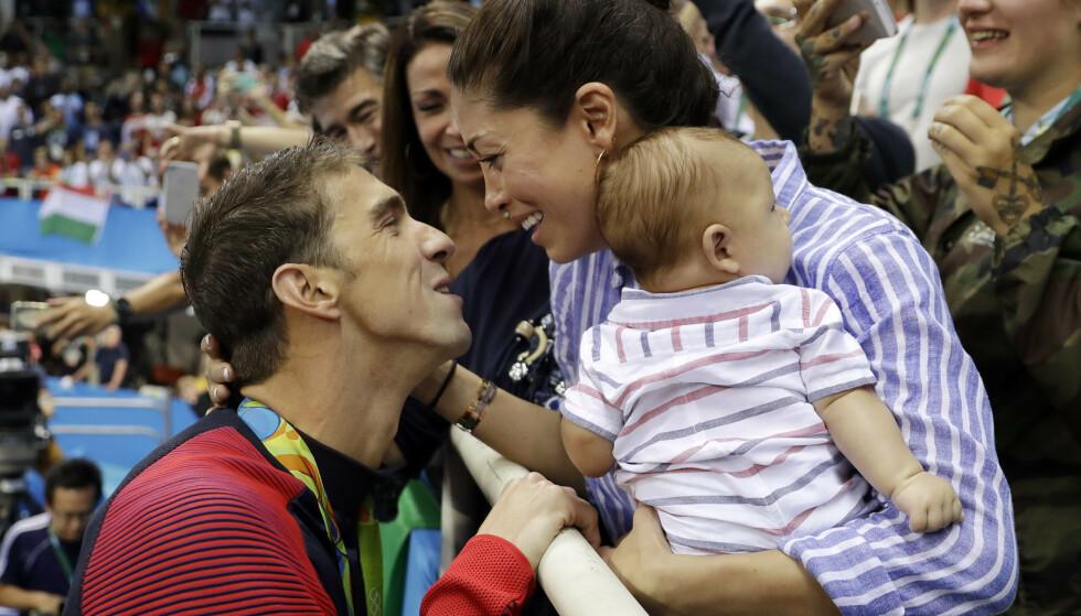 ÅPEN: Michael Phelps har i lengre tid vært åpen om depresjonen og selvmordstankene han har slitt med. Her med kona Nicole etter OL-gullet på 200 meter butterfly i OL i Rio. Foto: Matt Slocum/ AP Photo/ NTB