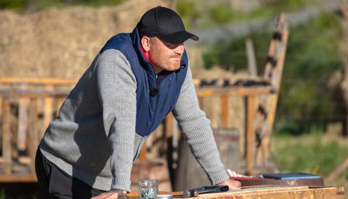 LITE FORNØYD: John Arne Riise valgte sin største fiende på gården til kamp, men endte opp med selv å ryke ut av programmet. Foto: Alex Iversen / TV 2