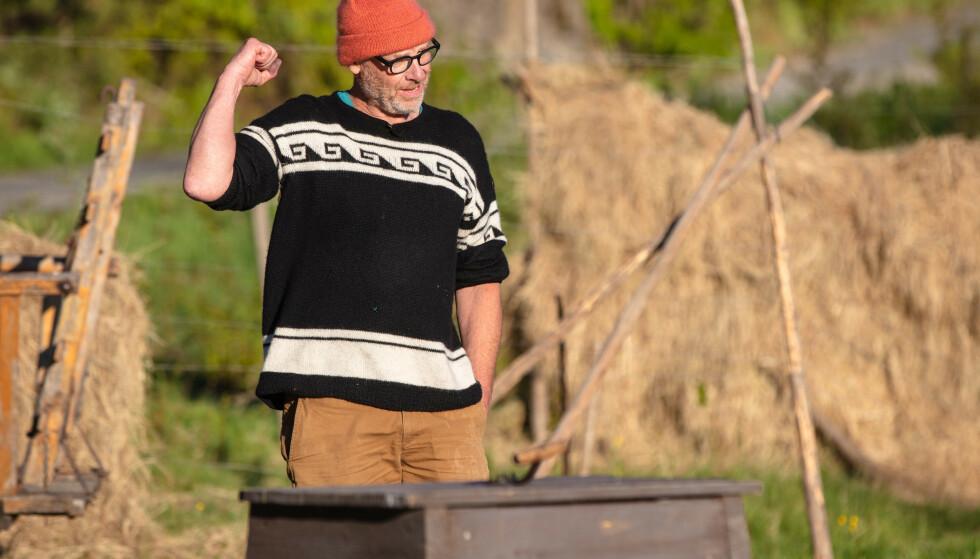 TOK SEG VIDERE: Espen Thoresen er klar for en ny uke på «Farmen kjendis» etter å ha vunnet søndagens tvekamp. Foto: Alex Iversen / TV 2