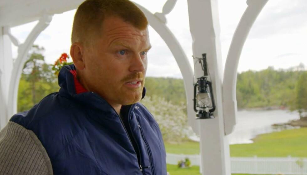 FØRSTEMANN UT: «Farmen»-oppholdet ble kortvarig for John Arne Riise, som tok til tårene i søndagens episode, som følge av gnisningene med Espen Thoresen. Foto: Skjermdump fra TV 2
