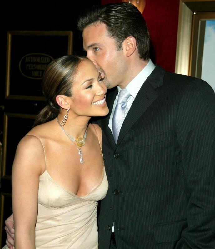BRØT FORLOVELSEN: Jennifer Lopez og Ben Affleck skulle opprinnelig gifte seg i 2003, men dette ble aldri noe av. Her i 2002. Foto: Matt Baron / REX / NTB