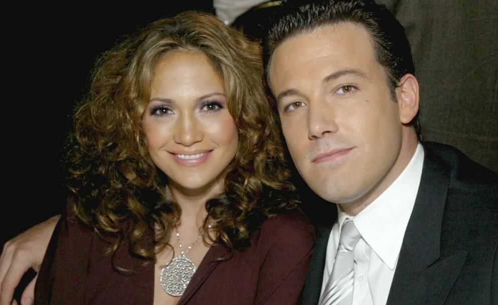 ROSER: Superstjernene Jennifer Lopez og Ben Affleck var et av Hollywoods hotteste par fra 2002 til 2004. Nå skryter Affleck uhemmet av Lopez. Foto: REX / NTB