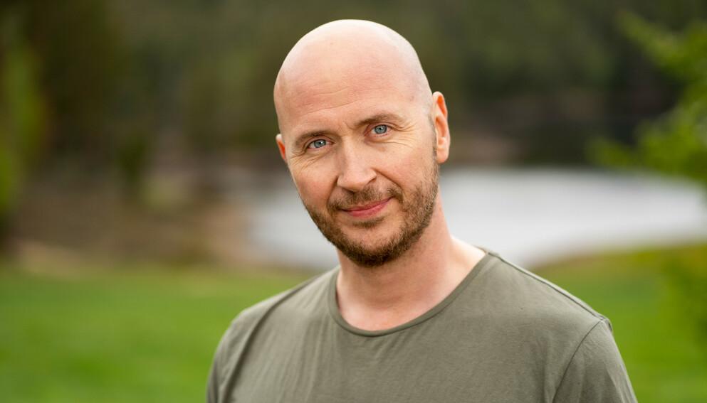 SNAKKER UT: Terje Sporsem forteller om morens sykdom i et nytt intervju. Foto: Alex Iversen / TV 2