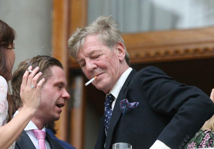 RØYKEPAUSE: Prins Ernst August er svak for sigaretter - og alkohol. Foto: Shutterstock / REX / People Picture / NTB