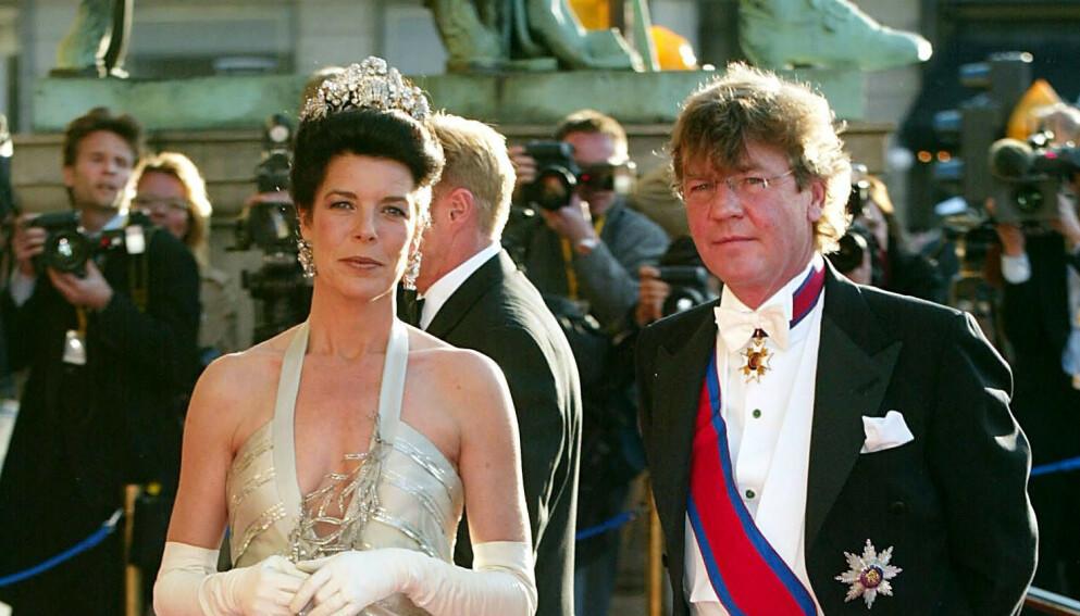 GODT GIFT: Prinsen har stått for mang en skandale gjennom det over 20 år lange ekteskapet med prinsesse Caroline av Monaco. Her er de sammen i 2004. Foto: Frank Rollitz / REX / Shutterstock / NTB