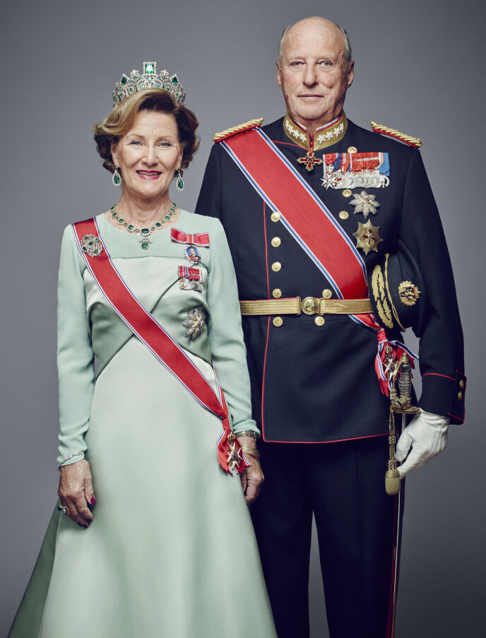 MER FORMELT: Dronning Sonja og kong Harald avbildet i 2016. Foto: Jørgen Gomnæs / Det kongelige hoff