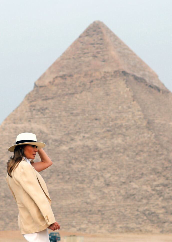 SVINDYR TUR: Melania Trumps besøk i Egypt høsten 2018, da hun blant annet poserte foran pyramidene, varte i seks timer og kostet omtrent 800 000 kroner. Foto: Amr Abdallah Dalsh/ Reuters/ NTB