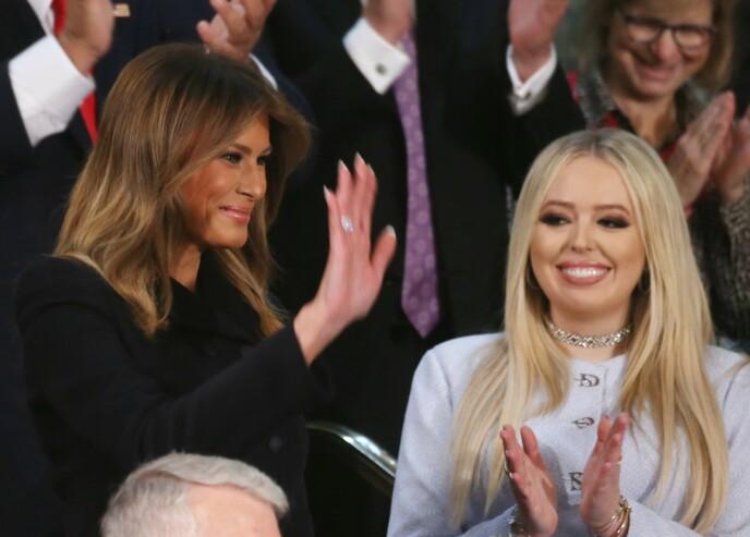 VISTE SEG: 4. februar i fjor viste Tiffany seg på Donald Trumps årlige «State of the Union»-tale i Washington D.C. Her står hun ved siden av stemoren, Melania Trump. Foto: NTB scanpix