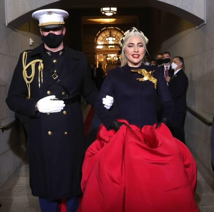 TIL STEDE: Lady Gaga tok turen til insettelsen for å opptre. Foto: Win Mcnamee / AFP / NTB