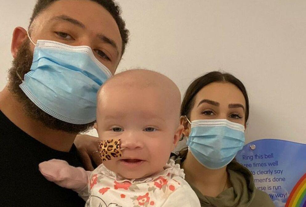 LEUKEMI: Den tidligere fotballspilleren og realityprofilen Ashley Thomas Cains fem måneder gamle datter er diagnostisert med leukemi. Nå deler han imidlertid en gladnyhet om den vesle datteren, som han har med kjæresten Safiyya Vorajee. Foto: mrashleycain / Instagram