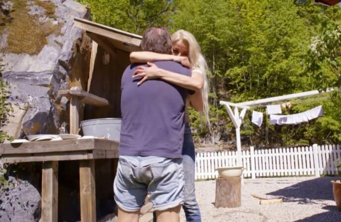 GLEDELIG GJENSYN: Linni Meister var overlykkelig over å få tilbake Svein Østvik. Foto: TV 2