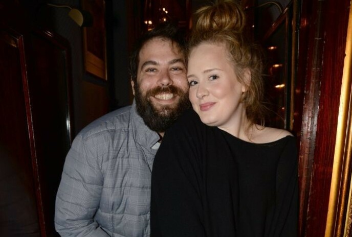 SLUTT: Det går offisielt mot en slutt for Adele og eksen. Her er de i 2013. Foto: Richard Young / REX / NTB