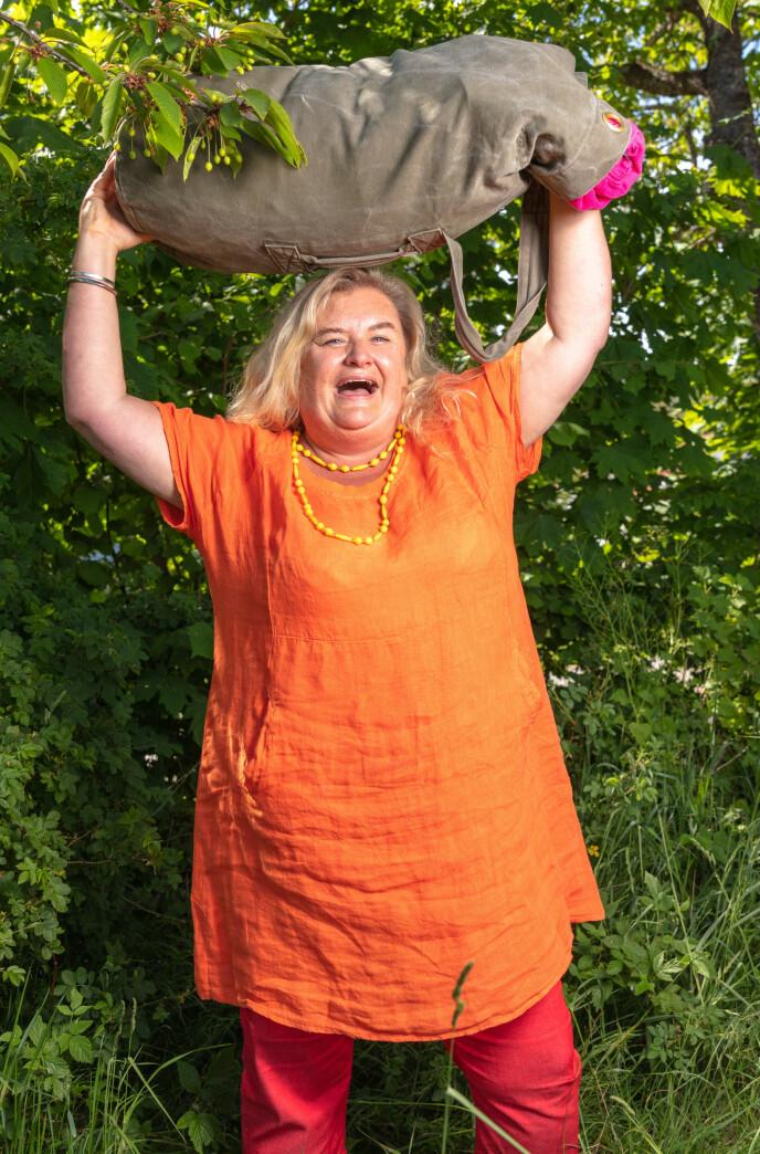 OVERLYKKELIG: Hilde Skovdahl gledet seg stort til å sjekke inn på gården som en av utfordrerne. Foto: Alex Iversen / TV 2