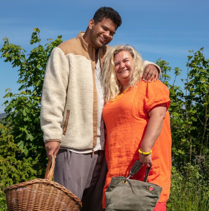 NERVØS: Hilde Skovdahl legger ikke skjul på at hun var nervøs for å sjekke inn som utfordrer på gården. Heldigvis var hun ikke den eneste utfordreren. Foto: Alex Iversen / TV 2