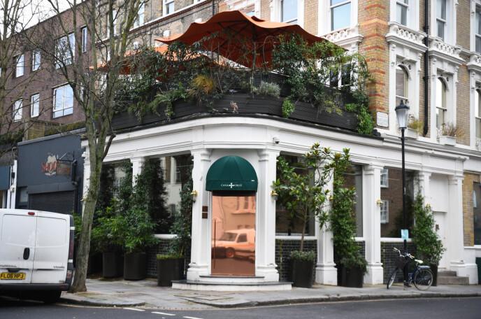 FULL FEST: 30-årslaget ble arrangert på denne restauranten i Notting Hill i London. Foto: Kirsty O'connor / Pa Photos / NTB