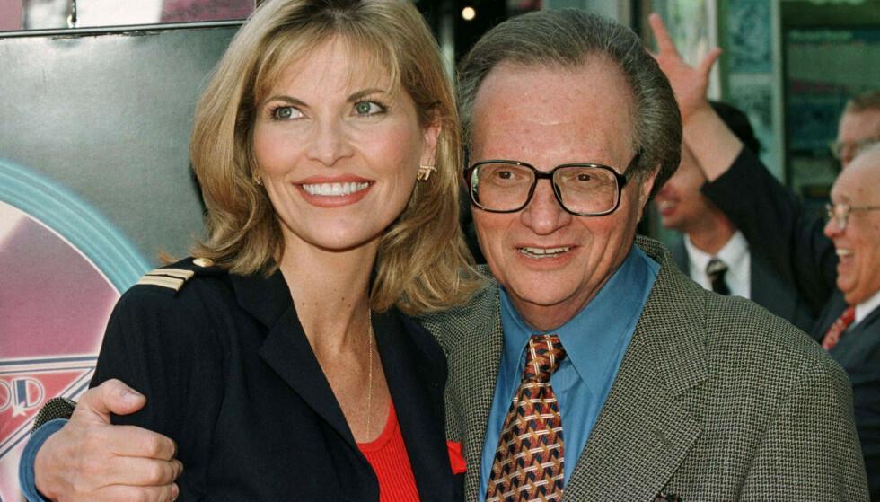 GIFT: Shawn Southwick King og Larry King har vært gift siden 1997. Her er paret avbildet under Kings Hollywood Walk of Fame-avduking. Foto: Reuters / NTB
