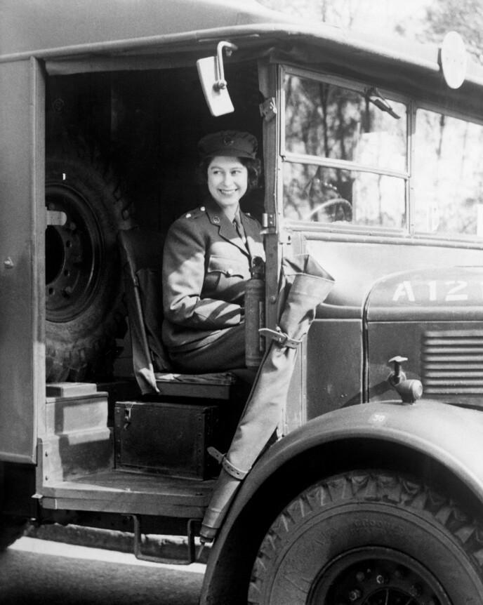 1945: Dronning Elizabeth jobbet som mekaniker under andre verdenskrig. Foto: Pa Photos / NTB