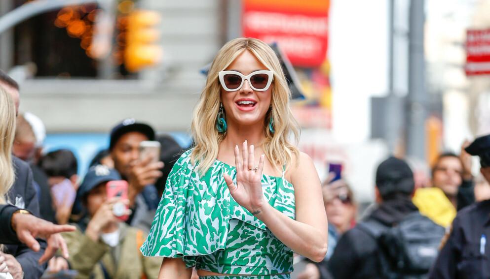 ÅPENHJERTIG: Superstjernen Katy Perry forteller om livet som småbarnsmor i en livesending på Instagram. Foto: Splash News / NTB