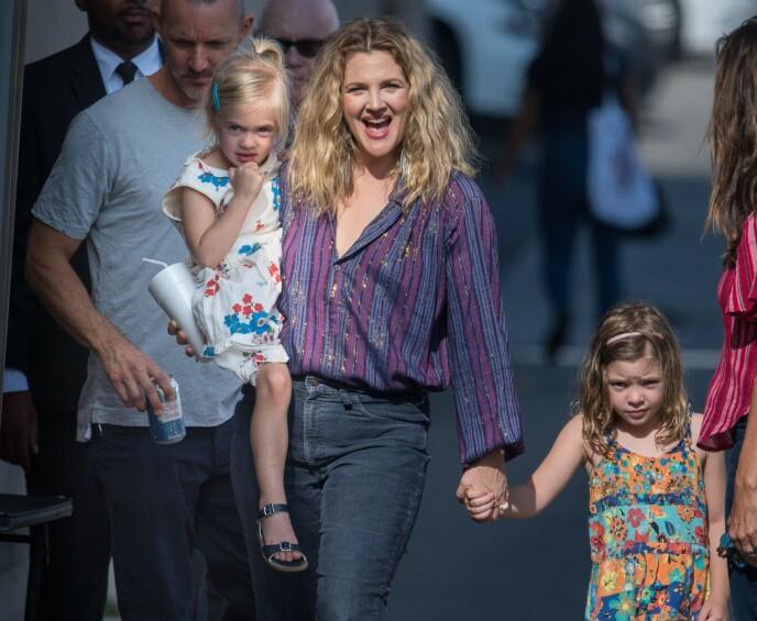 STOLT MOR: Drew Barrymore er i dag travelt opptatt med de to døtrene Frankie og Olive. Foto: Shutterstock / REX / NTB
