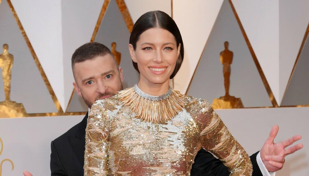 LIVLIG PAR: Justin Timberlake og Jessica Biel er ikke fremmede for å tulle med fotografene på den røde løperen. Her under Oscar-utdelingen i Los Angeles i 2017. Foto: David Fisher/REX/NTB