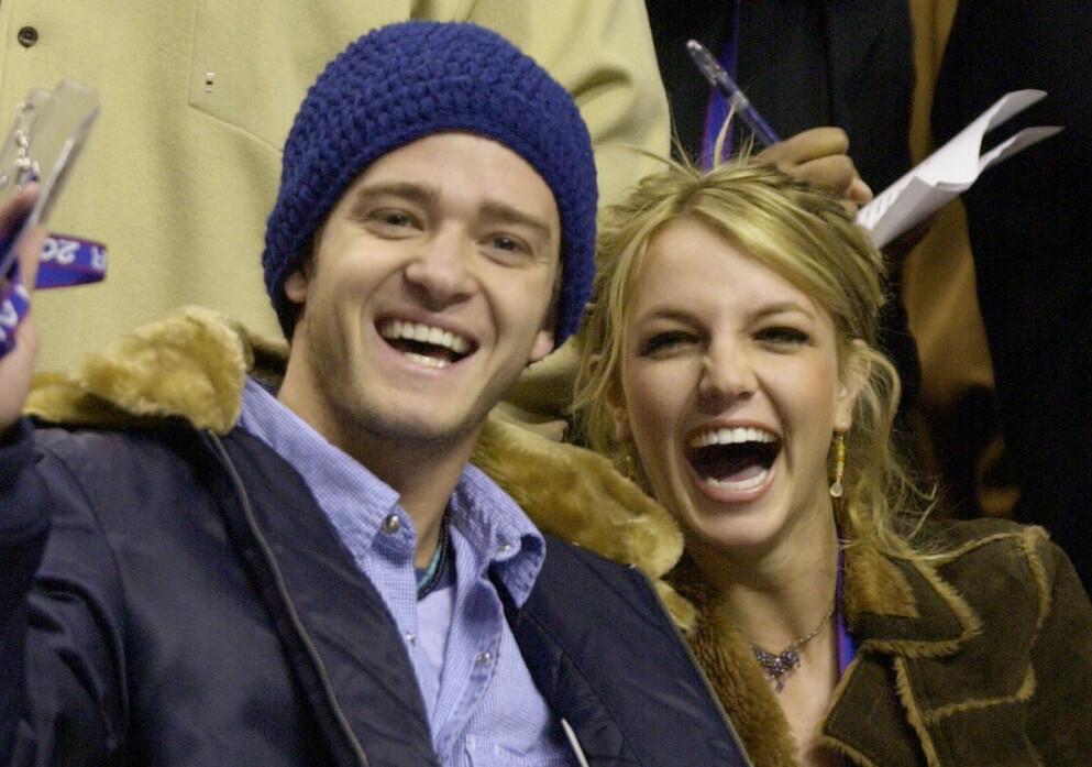 EKS-KJÆRESTER: Justin Timberlake og Britney Spears var et av Hollywoods hotteste par. Her er de avbildet under en basketballkamp i 2002 - samme år som det ble slutt. Foto: AP Photo/Chris Gardner/NTB