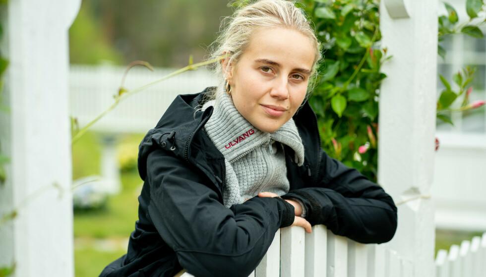 FØLTE SEG SKITTEN: Influenser Anniken Jørgensen er langt fra enig i at «Farmen kjendis»-deltakerne ser vel velstelte ut inne på gården. Foto: Espen Solli /TV 2
