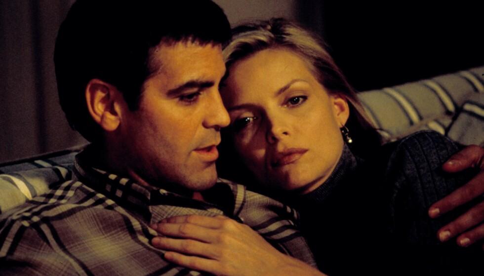 SPILTE PAR: George Clooney og Michelle Pfeiffer i en scene fra «One Fine Day». Foto: Moviestore/REX/NTB