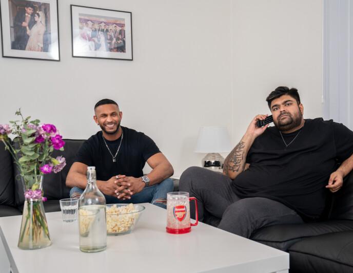BESTEVENNER: Det var NRK-profilen Abubakar Hussain som pitchet ideen om å ha med kompisen Mayoo Indiran i programmet. Foto: Espen Solli / TV 2 / NTB