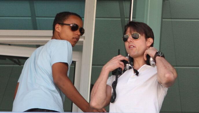 FAR OG SØNN: Connor og Tom Cruise avbildet sammen under et NASCAR-arrangement i California i juni 2009. Foto: Christian Petersen/ Getty Images/ AFP/ NTB