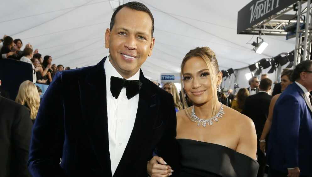 SNAKKER UT: Jennifer Lopez legger ikke skjul på at panemien har hatt sine utfordringer. Her er hun avbildet med forloveden Alex Rodriguez under Screen Actors Guild Awards i januar i fjor. Foto: Danny Moloshok/REUTERS/NTB