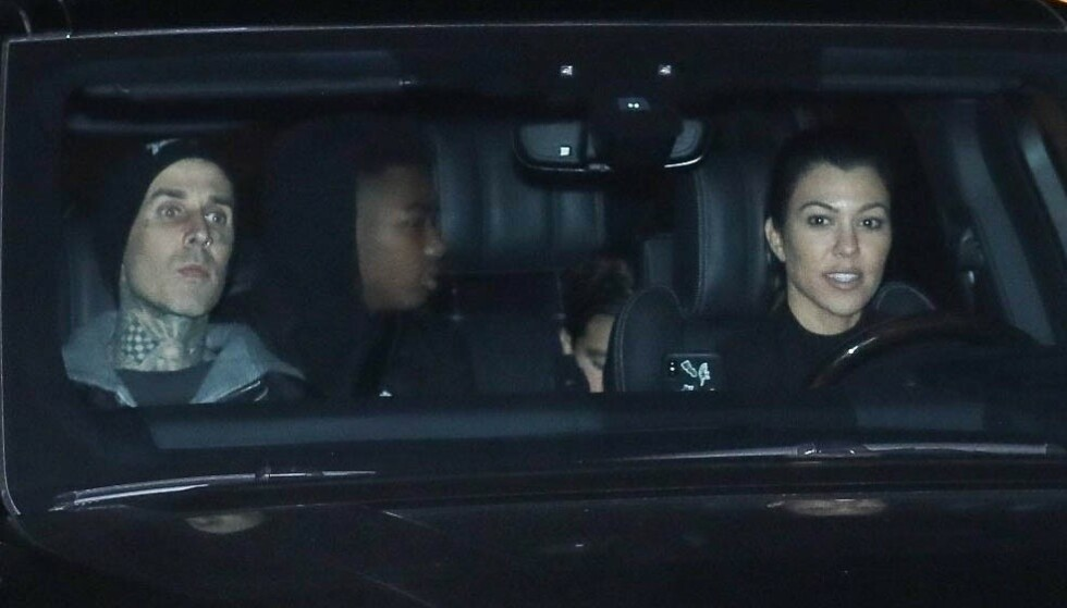 FORELSKET: Det har lenge versert romanserykter mellom Travis Barker og Kourtney Kardashian. Nå har de også tatt steget ut i offentligheten. Her er de avbildet ved en tidligere anledning. Foto: Ngre Apex / Backgrid USA / NTB