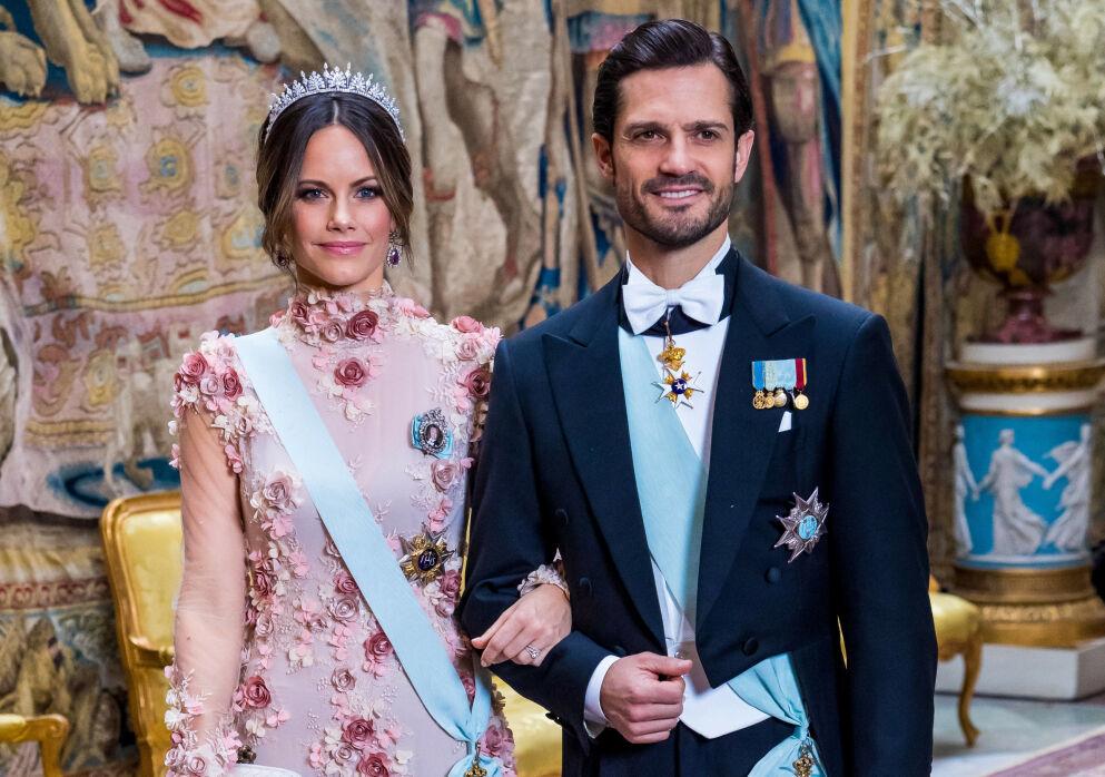 FRASTJÅLET IDENTITET: Prins Carl Philips identitet har blitt frastjålet. Her med kona prinsesse Sofia på Nobel-banketten i Stockholm i 2019. Foto: Spa/ Dana Press/ NTB