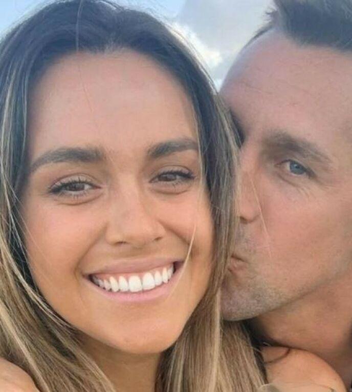 GLADE DAGER: Kristin Scott og Mitchell Pearce den gang lykken sto dem bi. Foto: Instagram