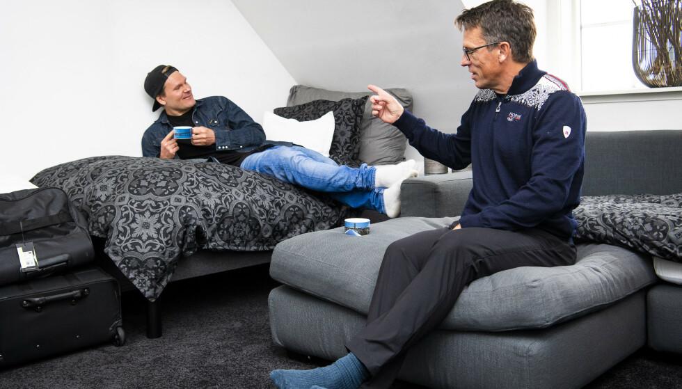 ROMKAMERATER: Øystein Pettersen og Johann Olav Koss i deltakerhuset. Foto: Lars Eivind Bones / Dagbladet