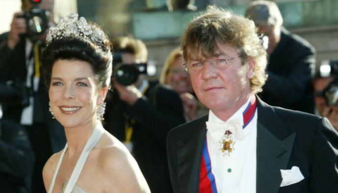 GIFT: Prinsen har vært gift med prinsesse Caroline siden 1999. Foto: Heribert Proepper / AP / NTB.