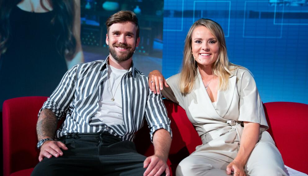FERDIG: Stian Blipp gir seg som programleder. Her med programledermakkeren Helene Olafsen. Foto: Espen Solli / TV 2