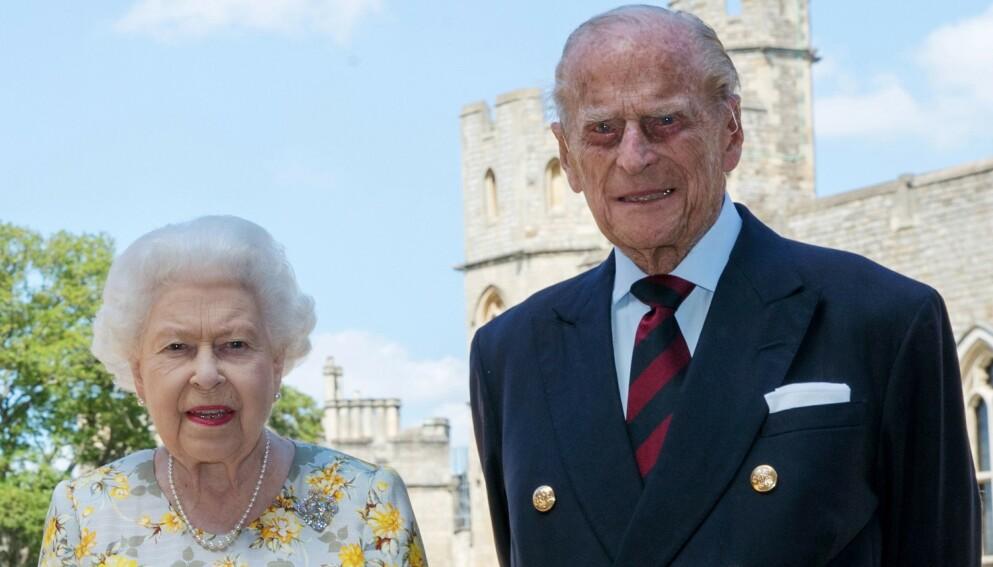 INNLAGT: Prins Philip ble tirsdag innlagt på sykehus etter å ha følt seg uvel. Her med kona, dronning Elizabeth.. Foto: Steve Parsons / AFP / NTB