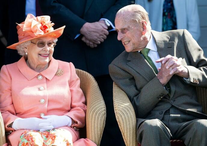 STØTTENDE: Prins Philip hadde konas fulle støtte i beslutningen om å pensjonere seg fra sine kongelige plikter i 2017. Her er de to avbildet i 2018. Foto: David Hartley / REX / NTB