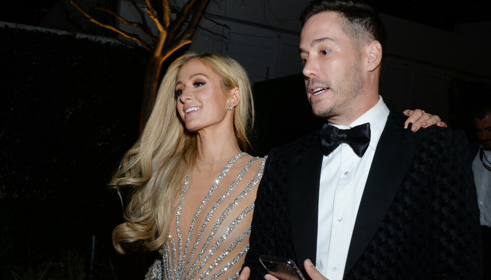 FORLOVET: Paris Hilton og Carter Reum tar forholdet et steg videre ved å forlove seg. Foto: Splash News / NTB