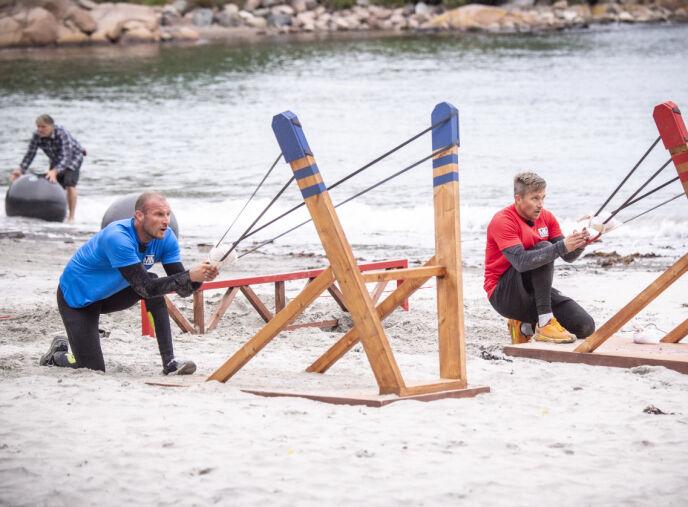 STOPPET BALLEN: Mens Aksel og Håvard ga alt på siste hinder, måtte en fra crewet stoppe den ene ballen fra å dra til sjøs. Foto: Lars Eivind Bones / Dagbladet