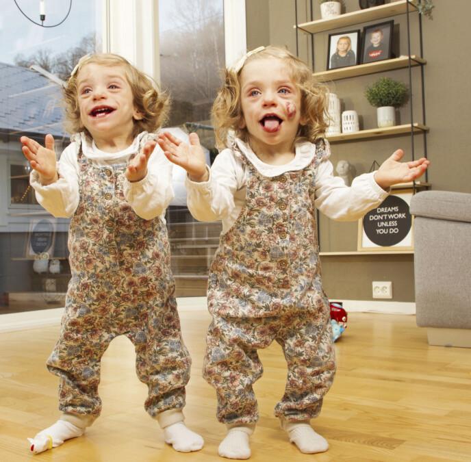 TVILLINGER: Kaja og Thea (15 md.) har Berardinelli-Seip-syndrom, en tilstand som gjør at alt fett barna spiser blir lagret i muskler og indre organer. Foto: Svend Aage Madsen / Se og Hør