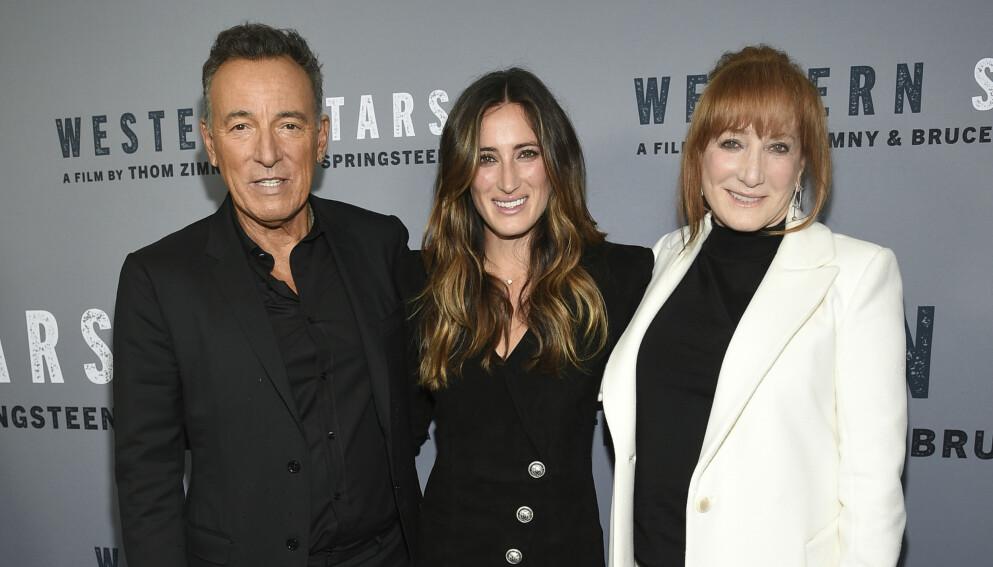 MØTER I RETTEN: Onsdag neste uke skal rockestjernen Bruce Springsteen i retten i New Jersey. Her med datteren Jessica og kona Patti. Foto: Evan Agostini / Invision / AP / NTB