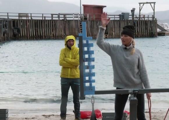 KLARTE DET: Mot slutten av utslagskonkurransen sto det mellom Vår Staude og Iselin Guttormsen. Staude ble ferdig først og slapp dermed å reise hjem. Foto: TVNorge